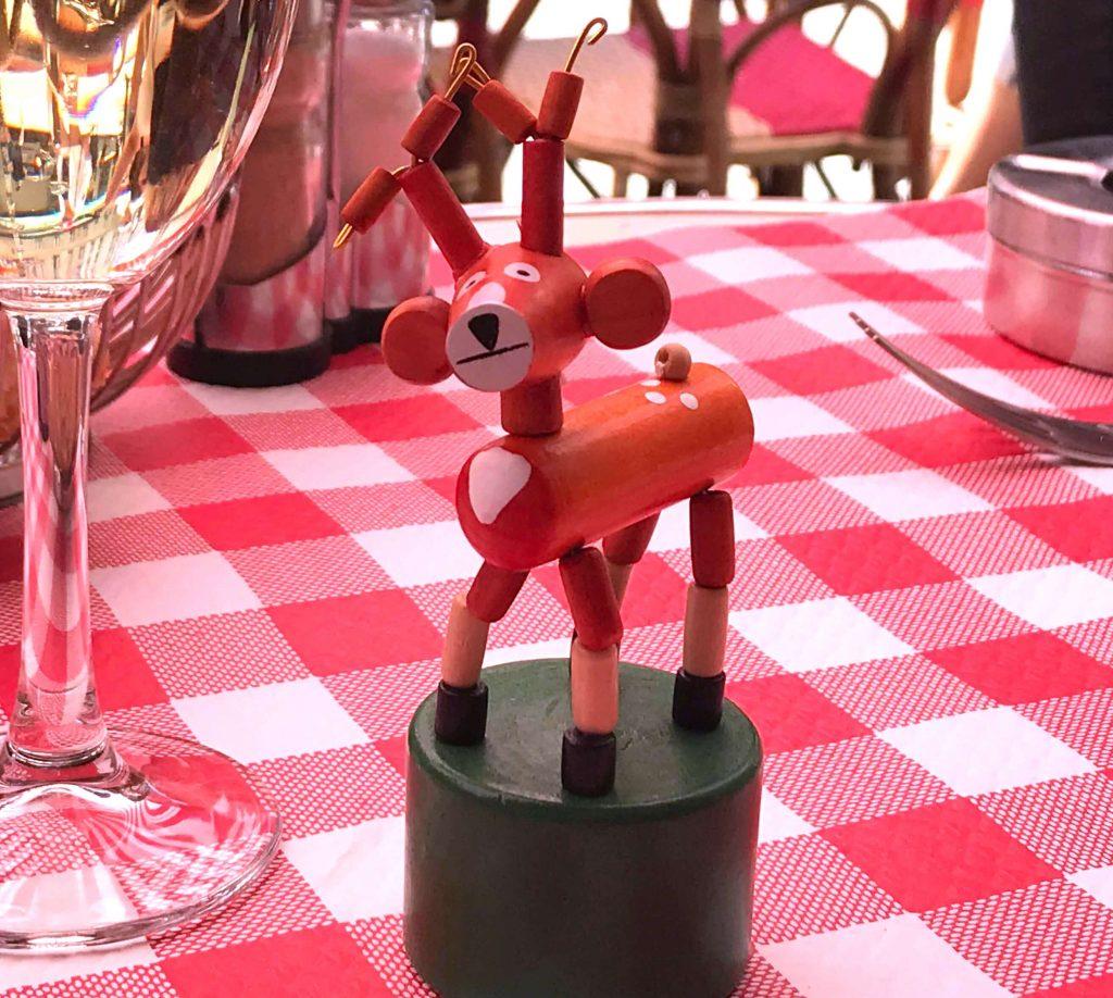 コメルス・サン=タンドレ広場の文具屋さんで買った子鹿ちゃん
