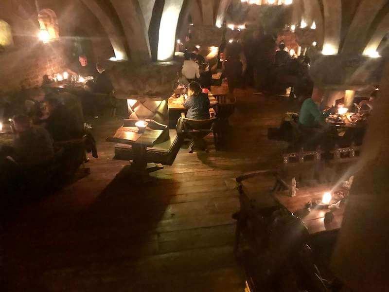 ラトビア・リガ夜のお勧めレストランで中世にタイムスリップ!店内の様子