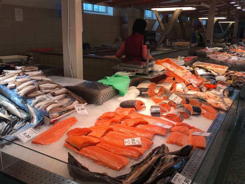 リガの市場で売られている鮮魚達