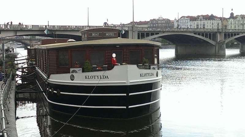 チェコ・プラハのコスパ最高お勧めホテル◆ヴルタヴァ川に浮かぶ船上に宿泊