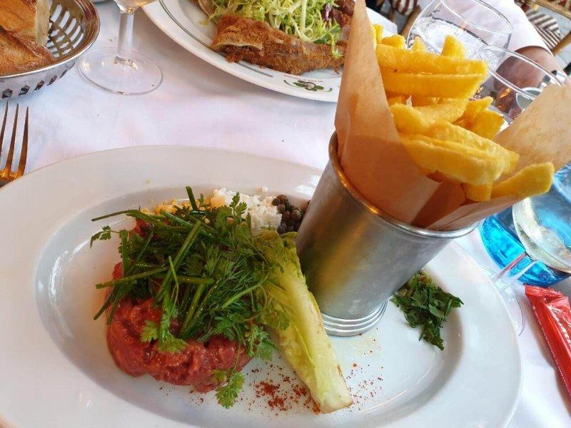Au Pied de Cochon (オ・ピエ・ド・コション) の牛肉のカルパッチョ