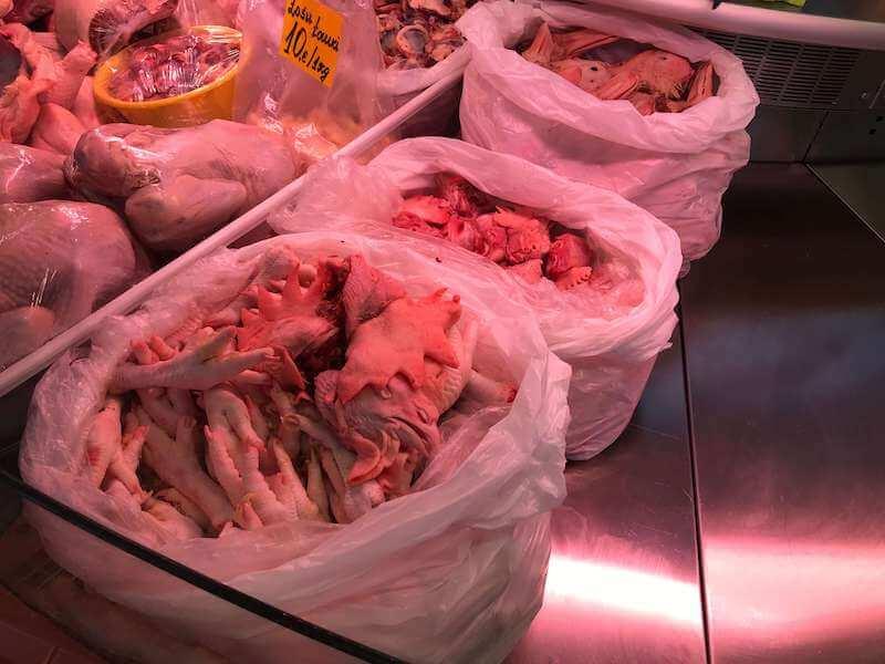 リガの中央市場 精肉館 鶏のトサカ