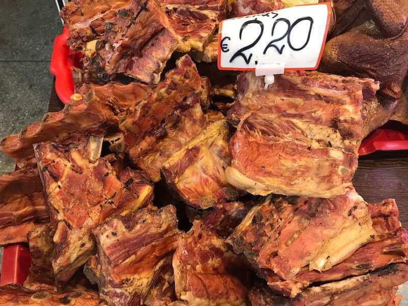 リガの中央市場 精肉館ポークリブの燻製