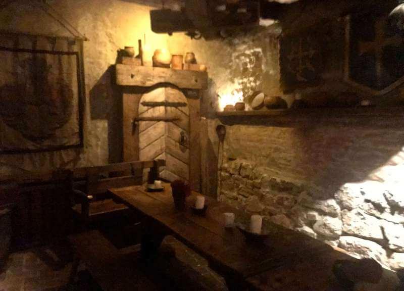 ラトビア・リガ夜のお勧めレストランで中世にタイムスリップ!ローゼングラルス店内