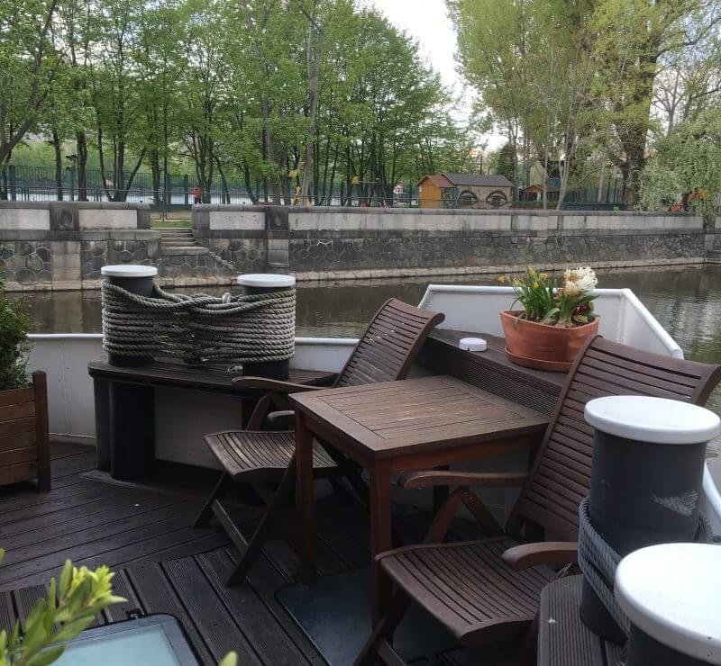 ボートホテル マチルダ 客室のデッキ