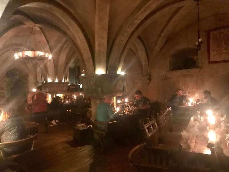 ラトビア・リガ夜のお勧めレストランで中世にタイムスリップ!店内の様子。ローゼングラルス