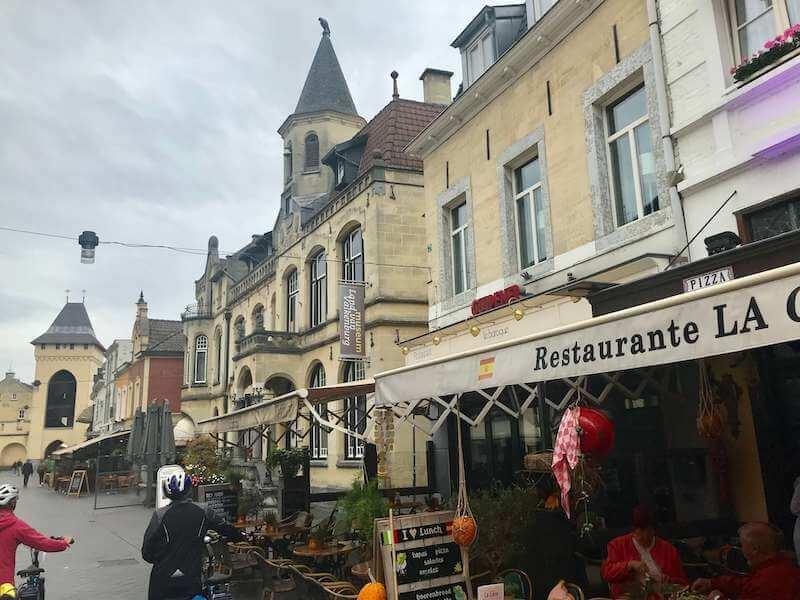 洞窟の中のクリスマスマーケットが有名な、ファルケンブルク観光◆2019年開催情報