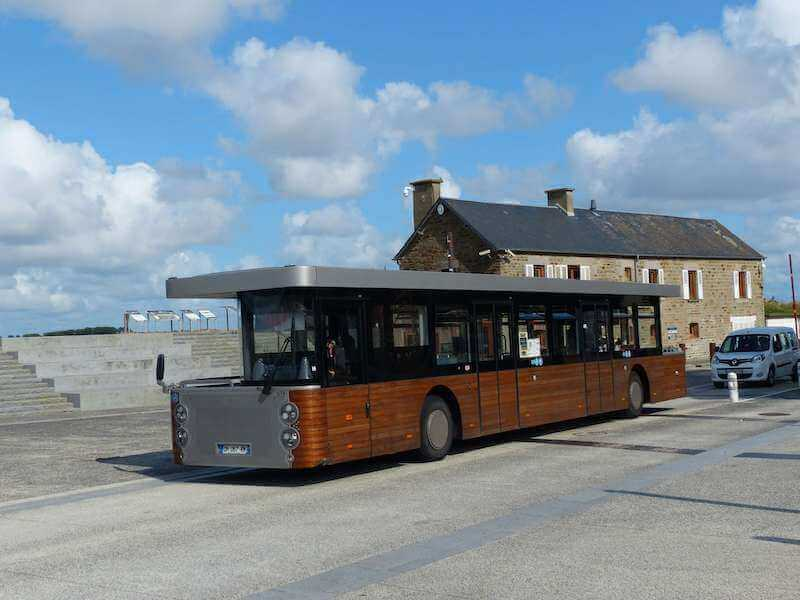 モンサンミッシェルと観光客エリアを運行する無料シャトルバス