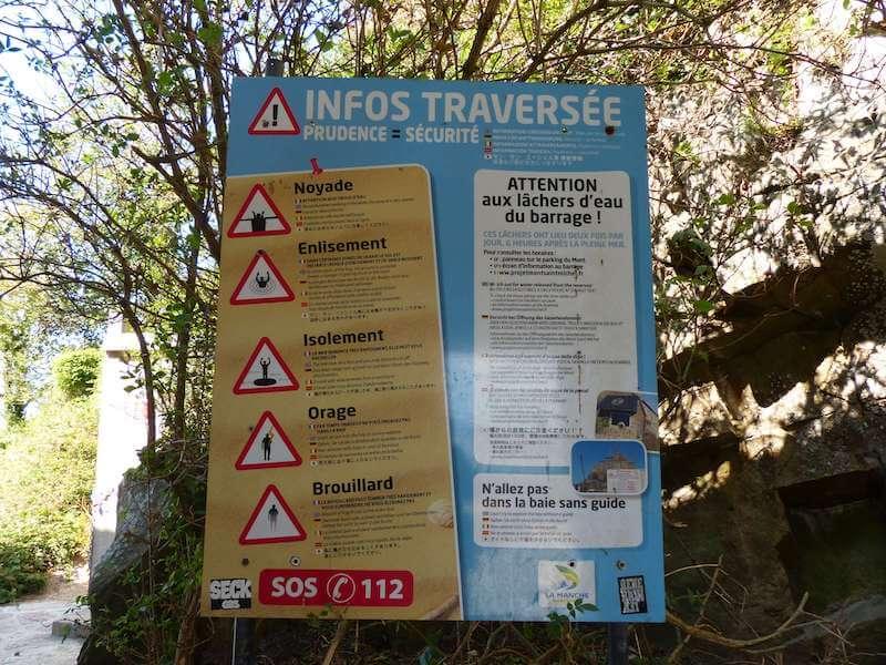 モンサンミッシェル 干潟を歩くときの注意看板