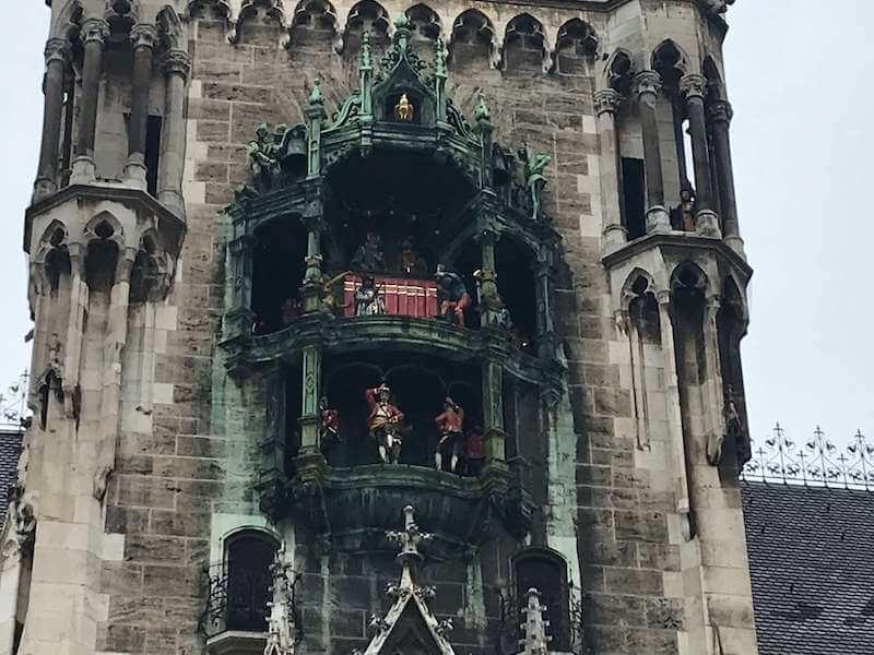 ミュンヘン/マリエン広場のからくり時計◆意味を知って更に楽しむ!